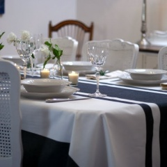 french-blue-stripe-tablecloth-001-001