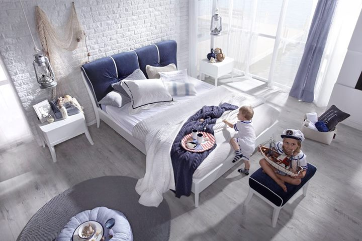 Granaty z bielą – klasyka marynistycznej elegancji